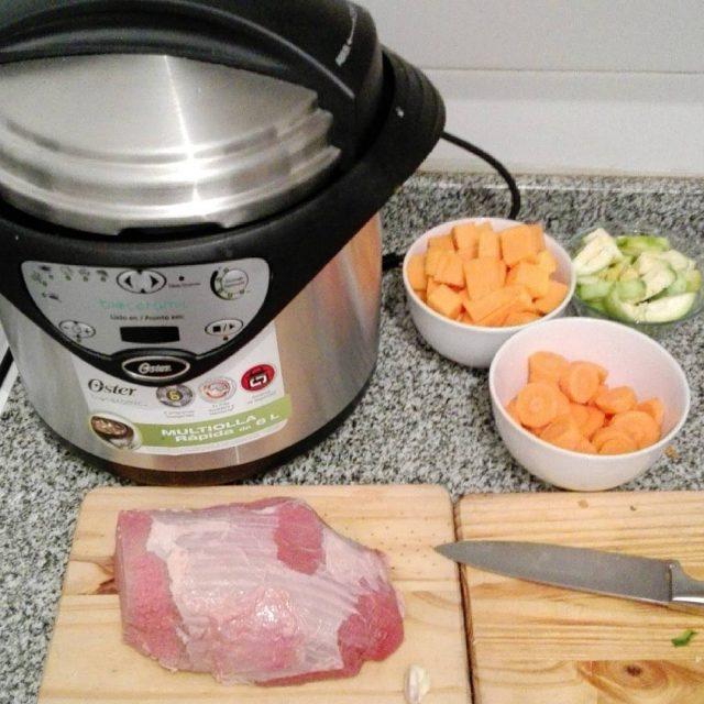Preparando todo para una carne en olla rpida oster